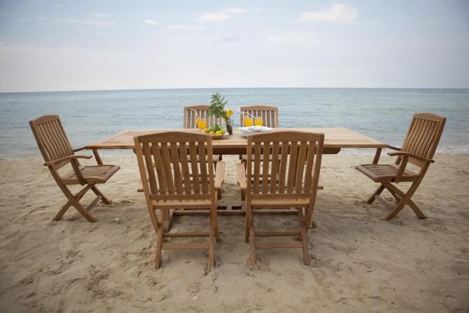 Gartenmöbel am Strand