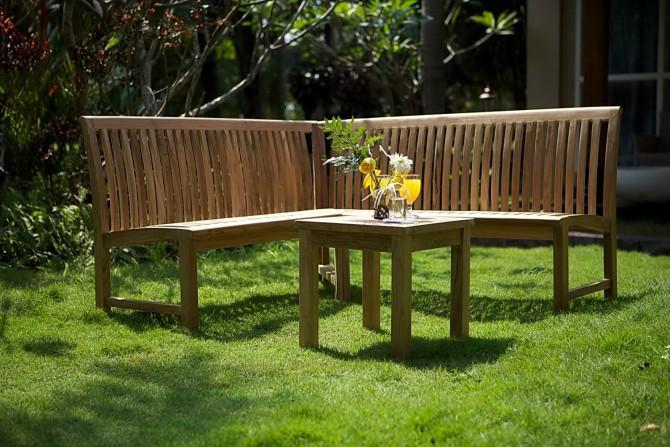 Holz Eckbank im Garten