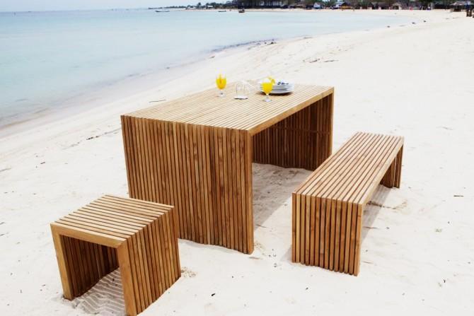 Massivholzmöbel am Strand