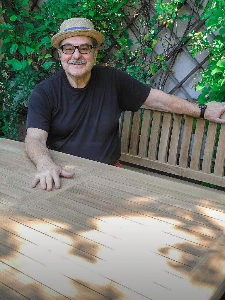 Erwin Steinhauer mit seine Sitzbank