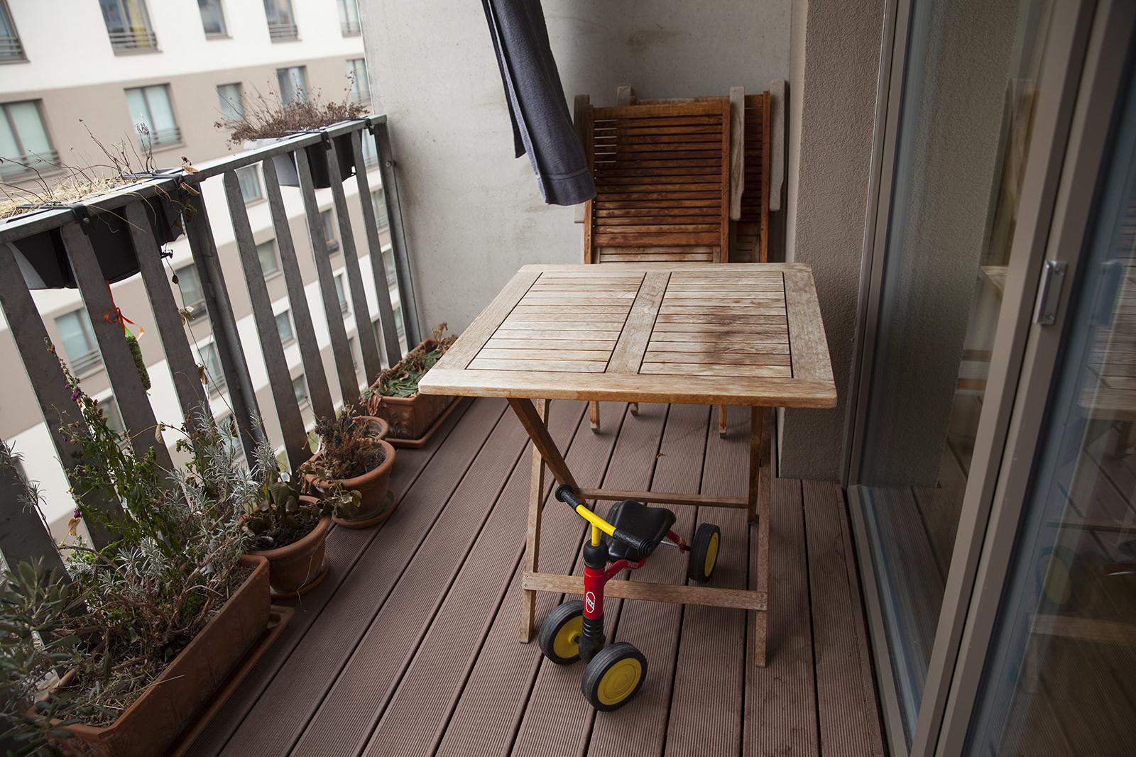 Eine Balkon mit Teakmöbel