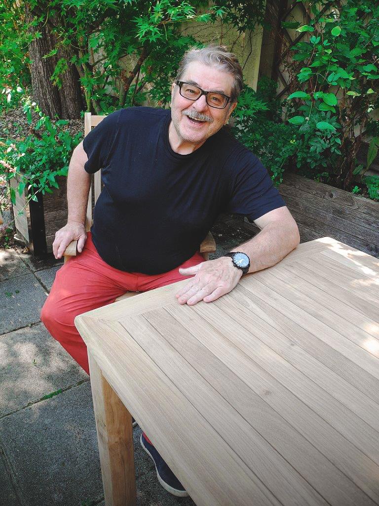 Erwin Steinhauer mit seine Gartenmöbel von Fantasteak